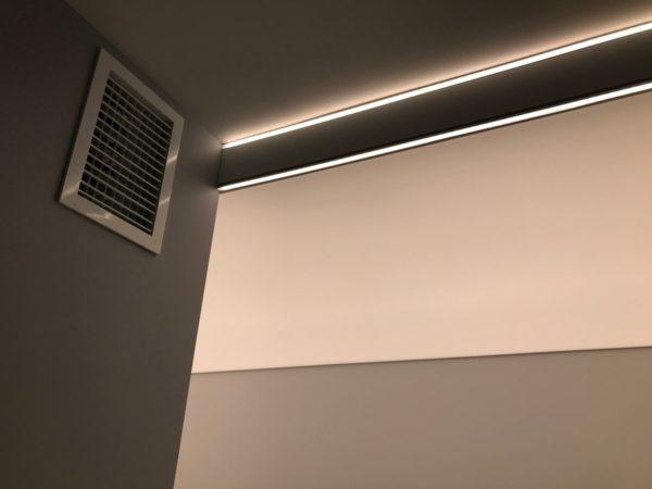 Натяжной световой потолок в Красногорске в коридоре