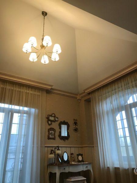 Световой потолок в Зорьке в гостевом доме