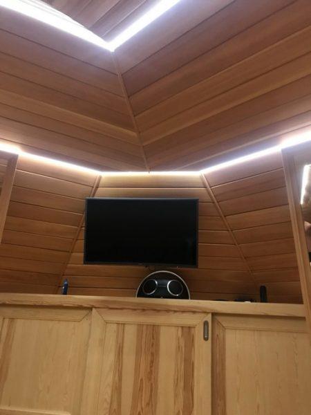 Монтаж светового потолка в Зорьке в гостинной