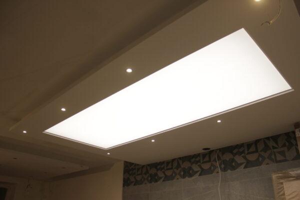 Натяжной световой потолок в ЖК Арт в зале